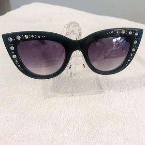 🆕🔥Black Cateye style Rhinestone sunglasses
